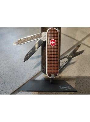 VICTORINOX - Canivete Classic SD Chocolate 7 Funções